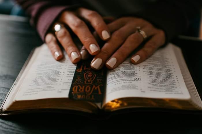 Versete biblice de încurajare pentru cei care trec prin situații dificile