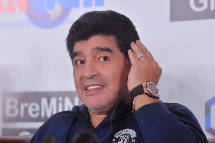 Diego Maradona dând interviu