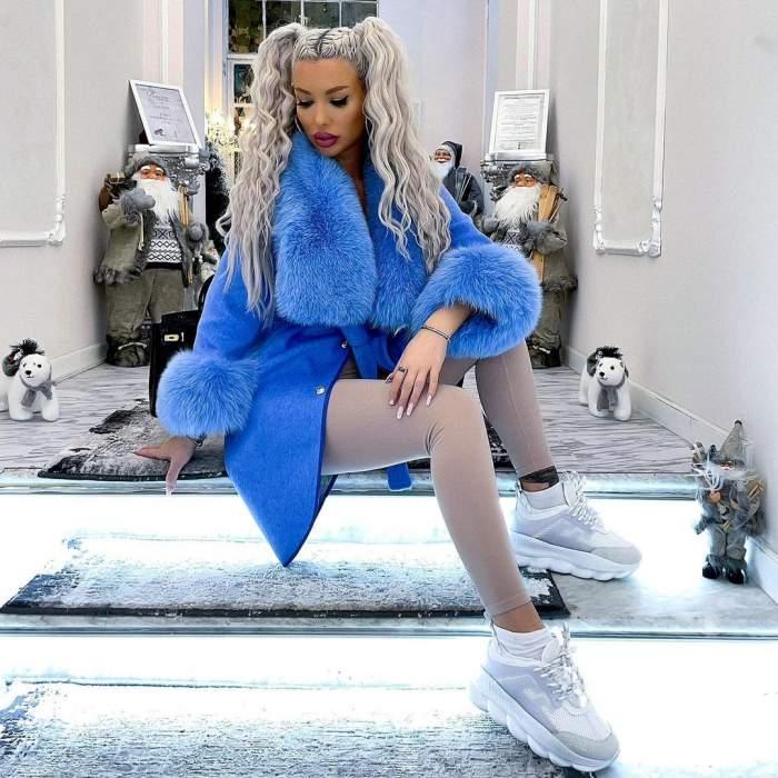 Loredana Chivu s-a povat într-o haină albastră și cu două codițe