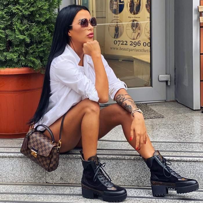Daniela Crudu s-a pozat cu ochelari de soare, în cămașă albă