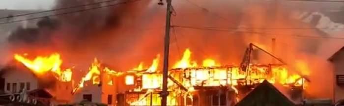 Case cuprinse de flăcări