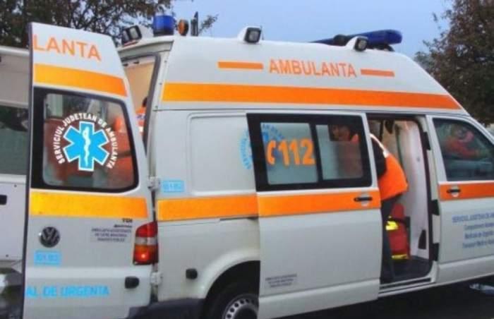 Ambulanță, chemată să intervină la un accident