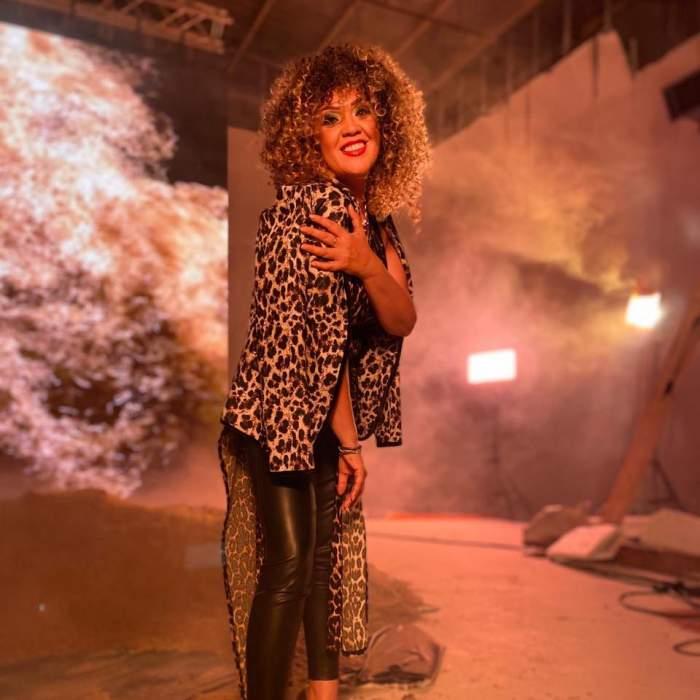 """Minodora, criticată dur de fani după apariția din ultimul videoclip. Cântăreața se apără: """"E o costumație de scenă, nu mă duc la piață cu aia"""""""