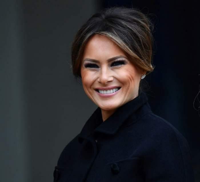 Apariția de 22.000 de dolari a Melaniei Trump, la vot! Creatorii de modă au criticat-o dur pentru alegerea vestimentară/ FOTO