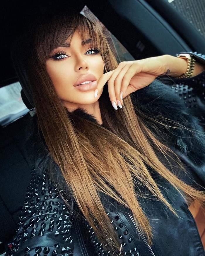 Bianca Drăgușanu in masina.