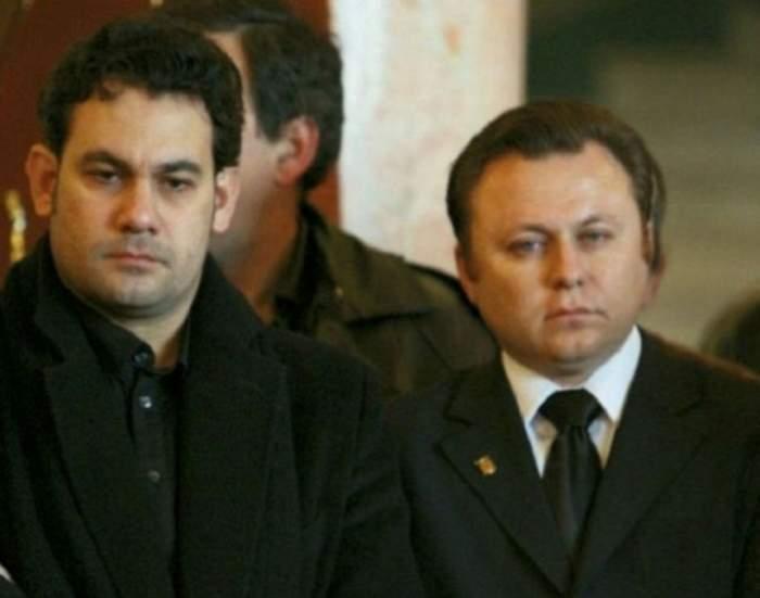 Ionuț și Dragoș Dolănescu la inmormantarea tatalui lor.