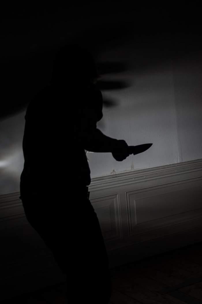 Un copil de doar 16 ani a fost înjunghiat în spate, pe o stradă din Botoșani! Agresorii sunt căutați și acum de poliție