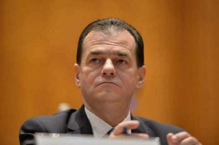 Ludovic Orban, fotografiat în parlamentar