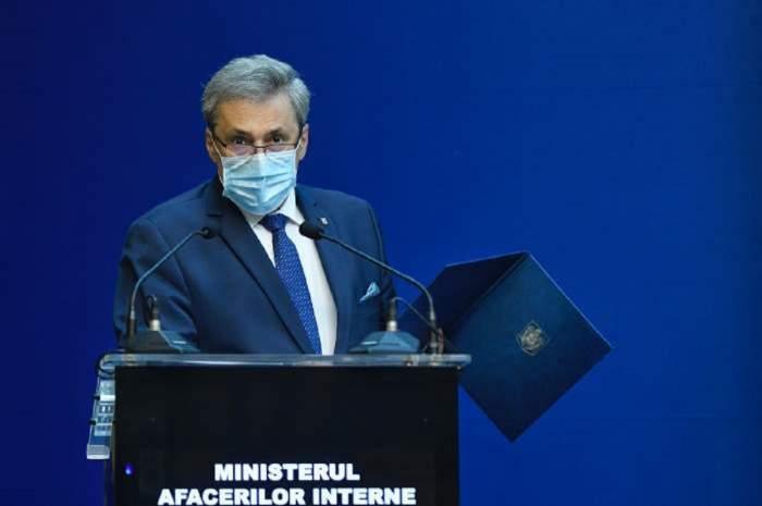 Marcel Vela cu masca de protecție.