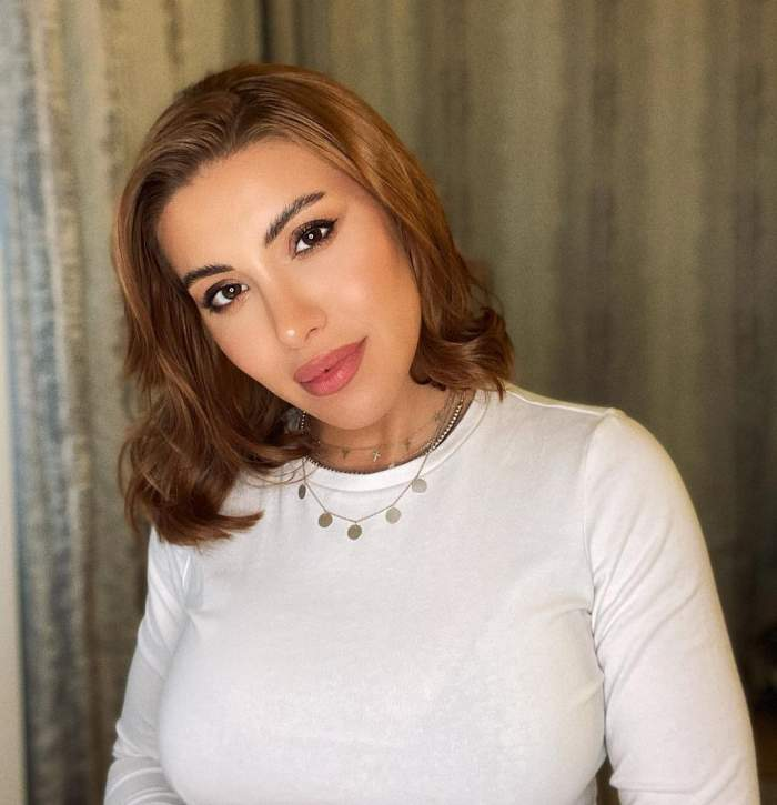 Nicoleta Nucă s-a lăsat fotografiată purtând o bluză albă
