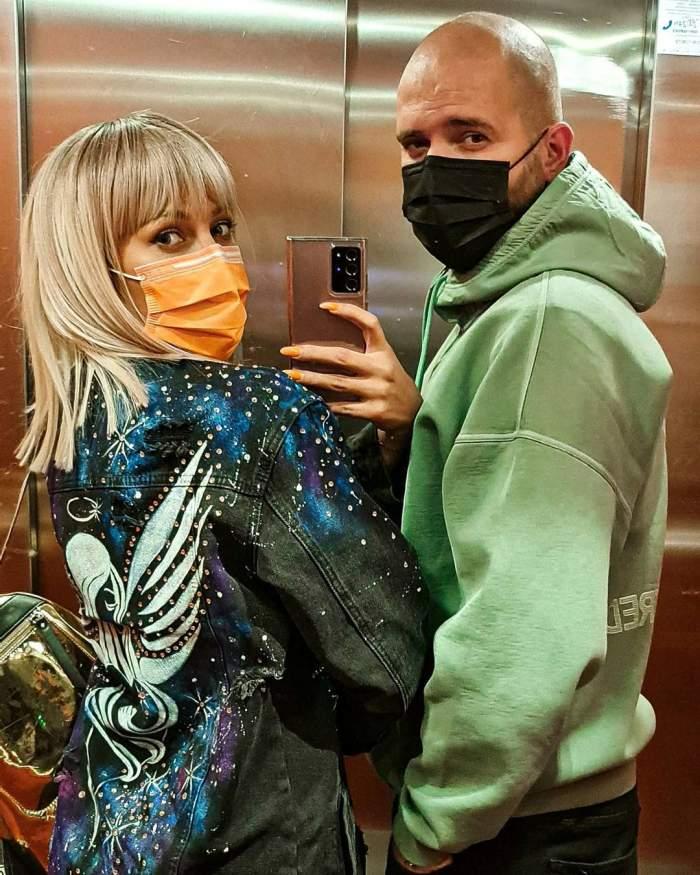 Lora și Ionuț Ghenu și-au făcut un selfie ăn oglindă, în lift
