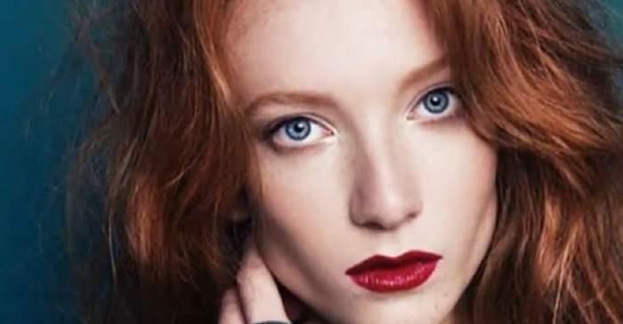 Lilia Sudakova, fotomodelul care și-a înjunghiat mortal soțul. Aceasta se află într-un pictorial și este dată cu ruj roșu pe buze.