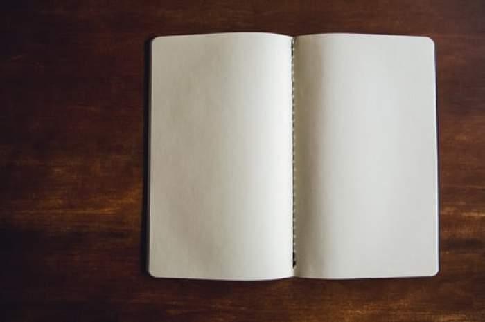 Carte cu pagini albe