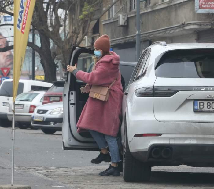 Dana Războiu are grijă de ea, dar și de bolidul său de lux! Cum își pune mașina pe primul plan. Imagini cu fosta prezentatoare / PAPARAZZI