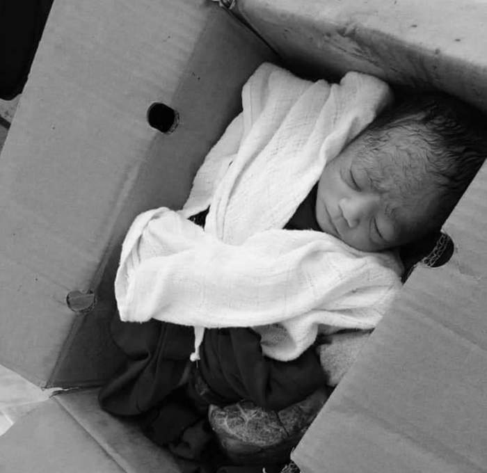 Bebeluș abandonat într-o pungă, pe o stradă din București. În ce stare a fost găsit / VIDEO