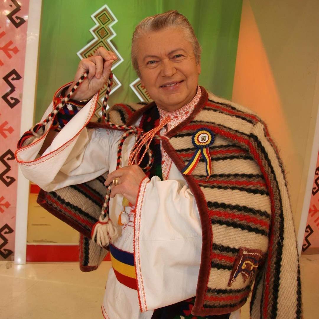 Gheorghe Turda în straie populare.