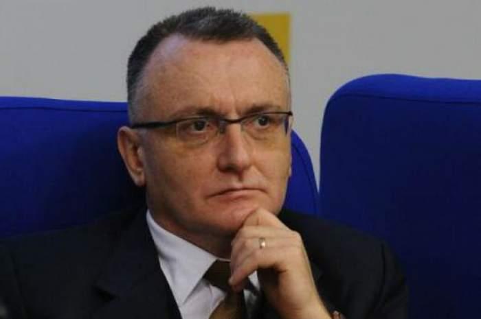 Sorin Cîmpeanu în timpul unei sedinte.