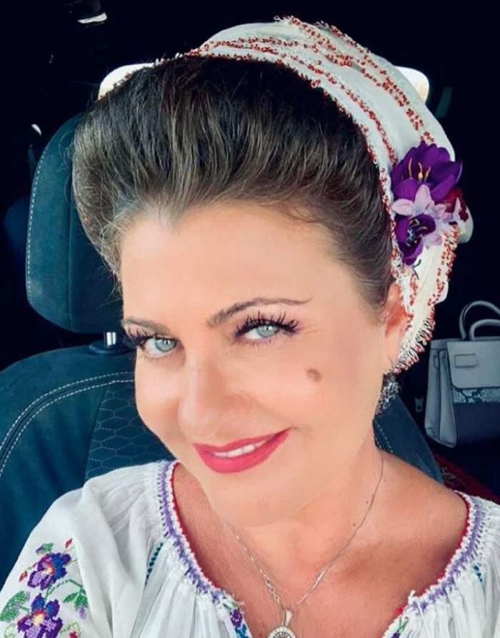 Steliana Sima în mașină.