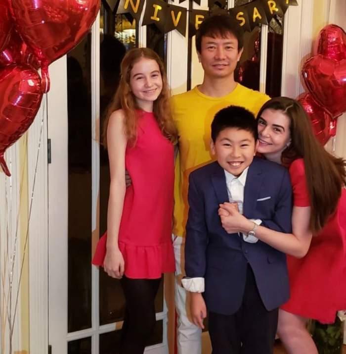 Monica Columbeanu și Mr. Pink, fotografie de familie alături de copii! Cum sărbătorește Crăciunul fosta soție și fiica lui Irinel Columbeanu / FOTO