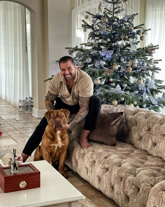 Alex Bodi alături de câinele său.