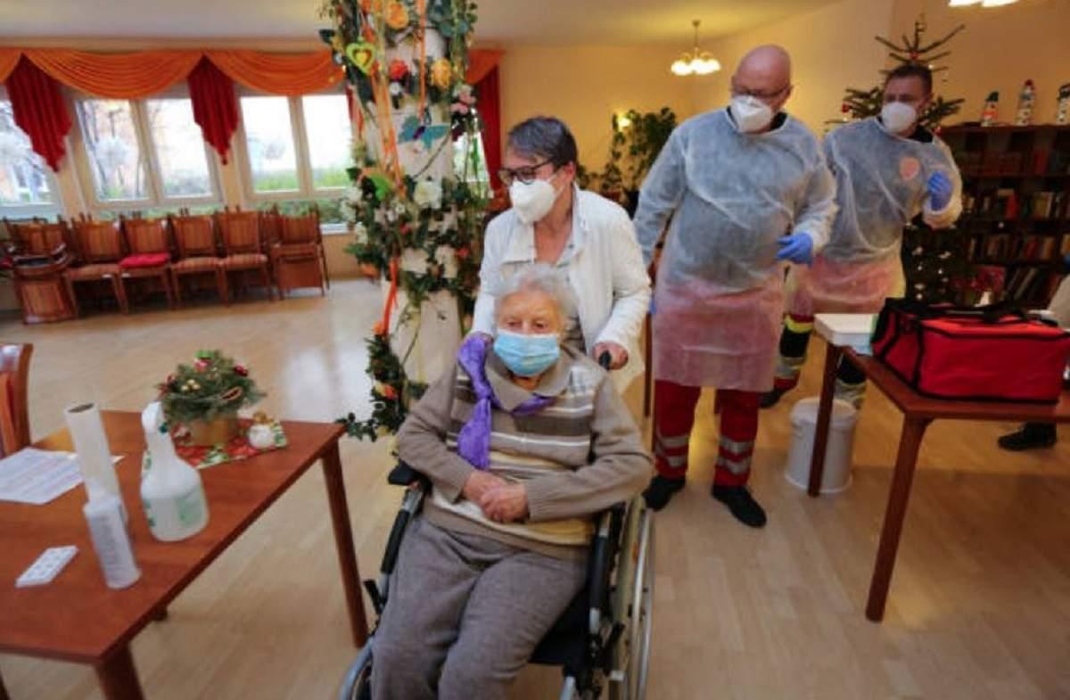 O femeie de 101 ani dintr-un azil de bătrâni este prima persoana care s-a vaccinat în Germania!