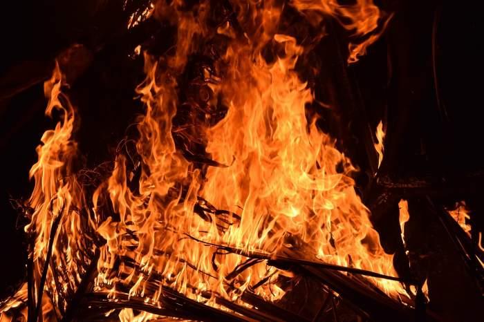 Flăcări