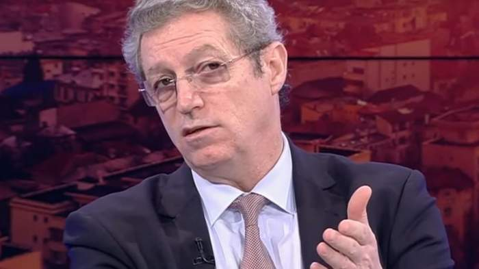 Adrian Streinu-Cercel în timpul unei emisiuni TV!