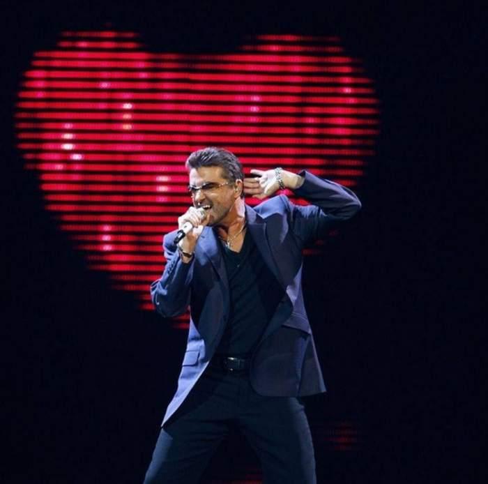 George Michael, în timpul unui concert