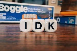 Ce înseamnă IDK, o prescurtare folosită adesea pe internet