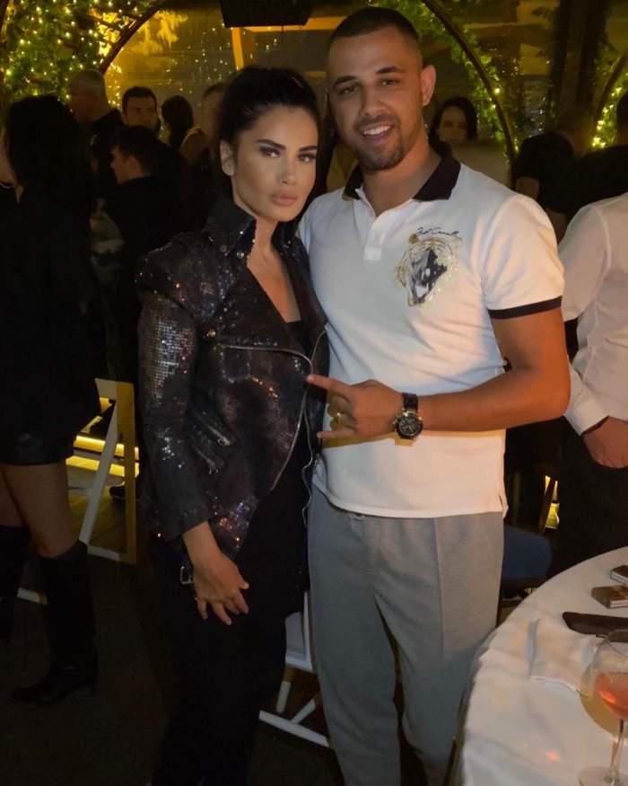Oana Zavoranu si soțul sau la restaurant.
