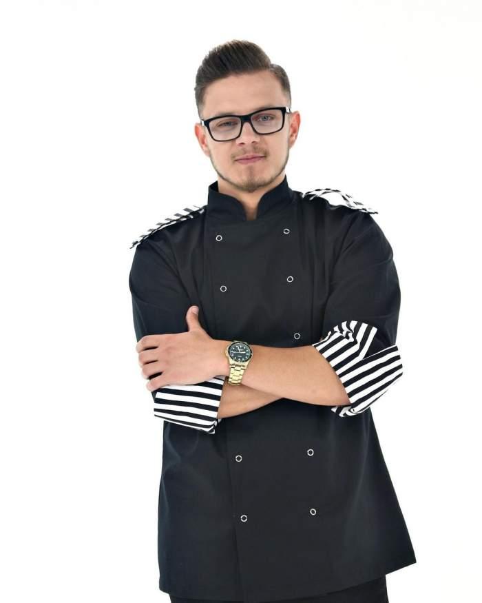"""Ionuț Belei, fotografiat în hainele echipei de la """"Chefi la cuțite"""""""