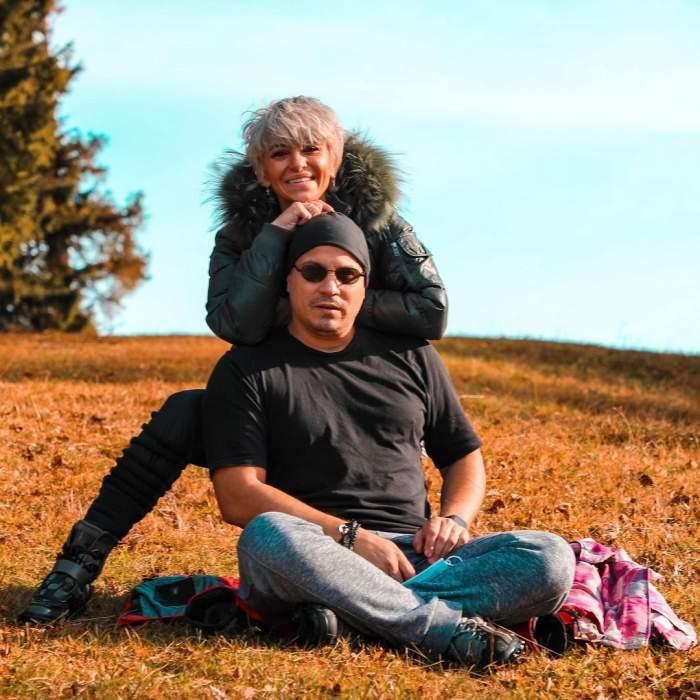 Giulia ANghelescu și Vlad Huidu s-au fotografiat pe câmp, îmbrățișați