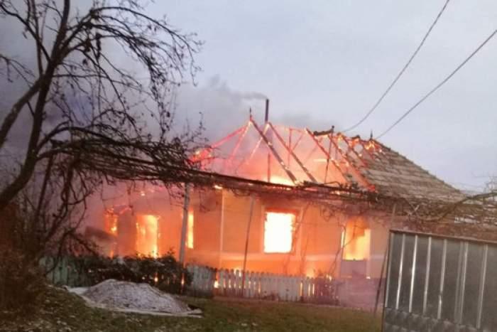 Incendiu violent la o gospodărie din Neamț. Două persoane au murit / VIDEO