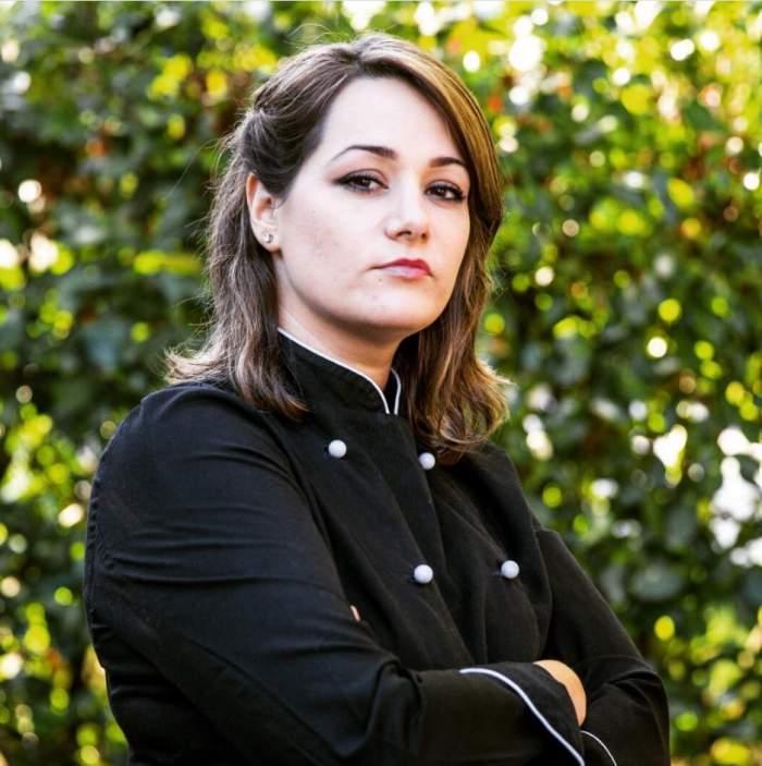 Maria Sandru în uniformă de bucătar