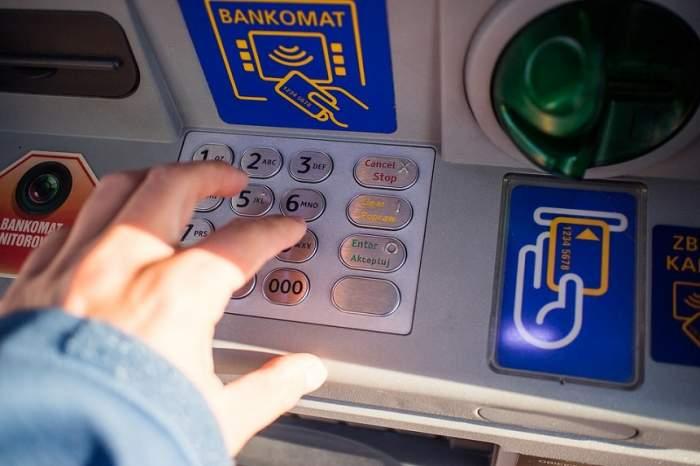 Un bancomat a fost aruncat în aer la Sinaia. Hoţii sunt încă liberi. Care este prejudiciul