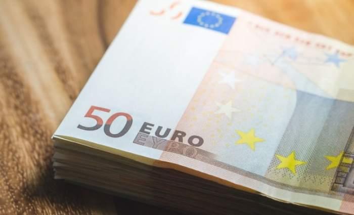 Ce a făcut o tânără din Iaşi, după ce a găsit un portofel cu 19.000 de euro