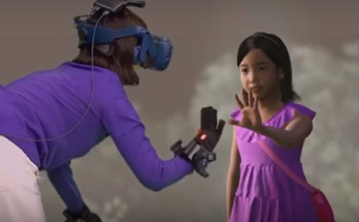 Imagini sfâşietoare! O mamă şi-a reîntâlnit fetiţa moartă cu ajutorul realităţii virtuale / VIDEO