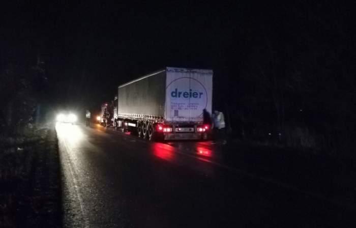 Accident șocant în Dâmbovița. Un bărbat a murit strivit de propriul TIR lăsat în pantă