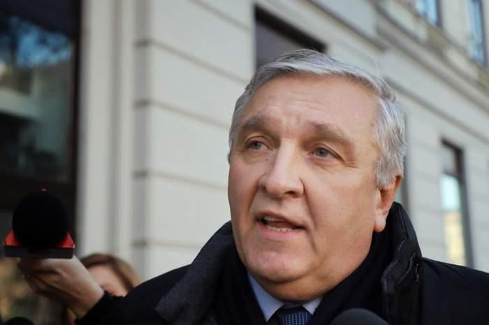 Medicul Mircea Beuran ajunge în faţa judecătorilor, după ce a fost reţinut sub acuzaţia de luare de mită