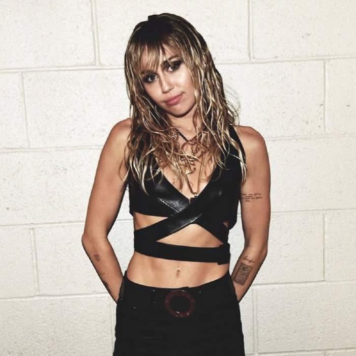 FOTO / Miley Cyrus, gafă de proporţii. Vedeta a rămas cu sânii pe afară în văzul tuturor