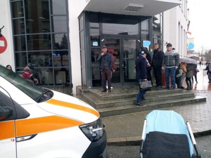Tragedie în Gorj! Un bărbat din Târgu-Jiu a murit în timp ce îşi aştepta rândul într-o bancă