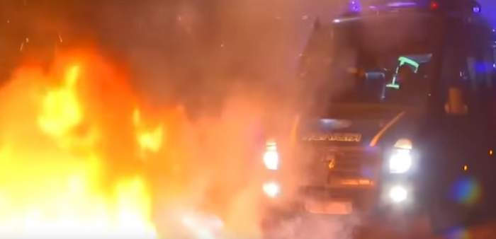 VIDEO / Oamenii se revoltă în Ucraina! Incendii şi lupte de stradă de teama infecţiei cu coronavirus