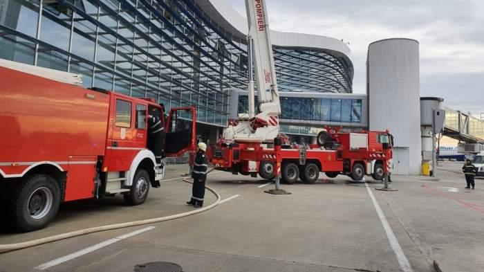 VIDEO / Incendiu pe aeroportul Henri Coandă. Sute de oameni au fost evacuați