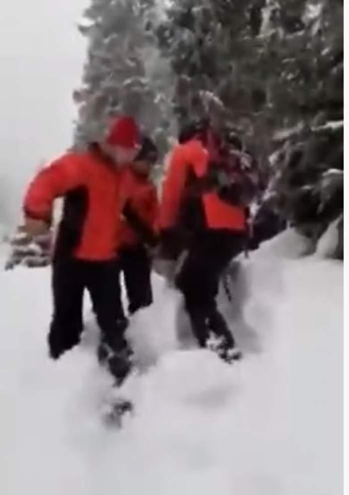 VIDEO / Momente dificile pentru salvamontiştii din Botoşani. O turistă a fost salvată după ce a căzut în gol, în zona Cascadei Cailor