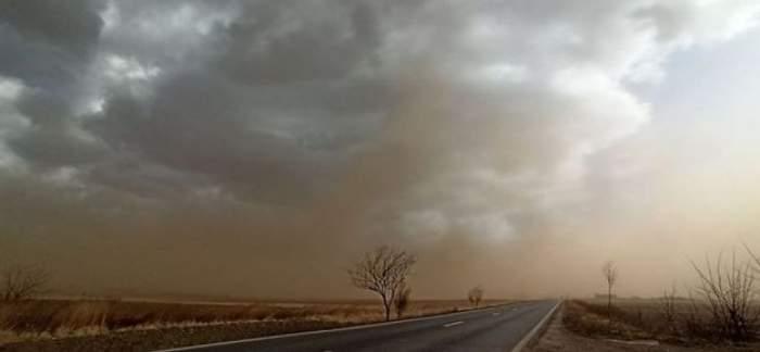 Fenomen bizar in Galaţi. O furtună de nisip de culoare portocalie a măturat oraşul