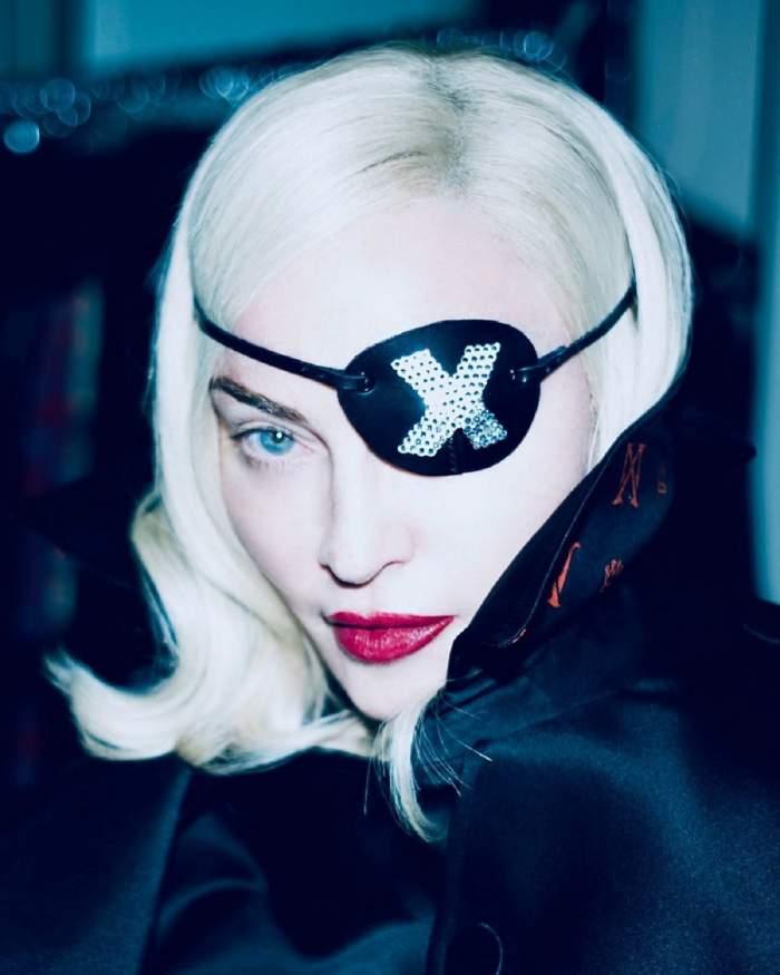 FOTO / Madonna, probleme grave de sănătate. Vedeta a ajuns să meargă cu ajutorul bastonului