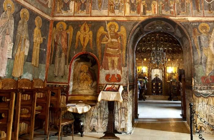 Reguli pentru enoriaşi. Ce le interzice Patriarhia Română credincioşilor, de teama coronavirusului