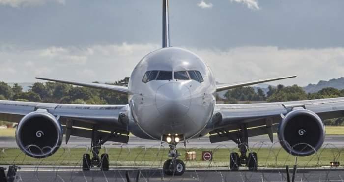 Avion cu 243 de pasageri, întors din drum după ce un bărbat a spus că are coronavirus. Era o glumă!