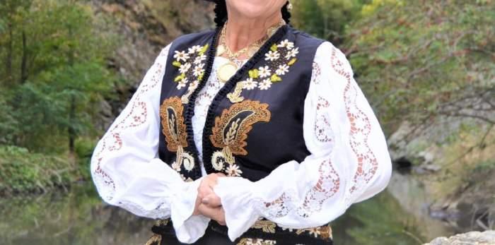Mai știi cine e prima vedetă din România care și-a pus silicoane? E cântăreață de muzică populară și o știe toată țara