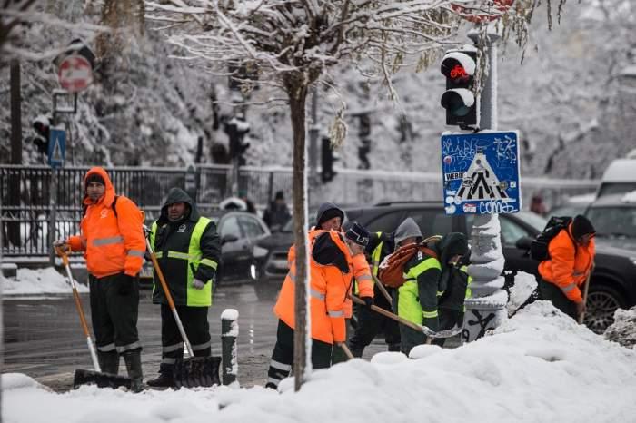 Vremea în București, vineri, 7 februarie. Meteorologii anunță că ninge în continuare